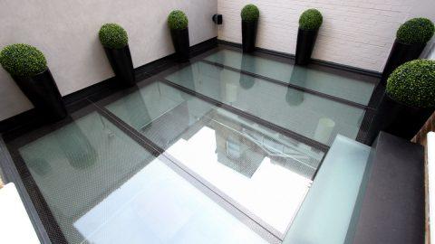 Création sur-mesure de dalles de sol en verre à Bruxelles