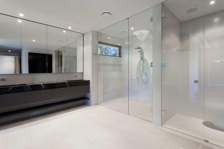 Les avantages des parois de douche en verre par Vitraco
